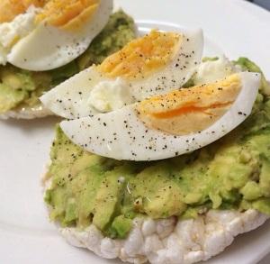 egg avo cracker